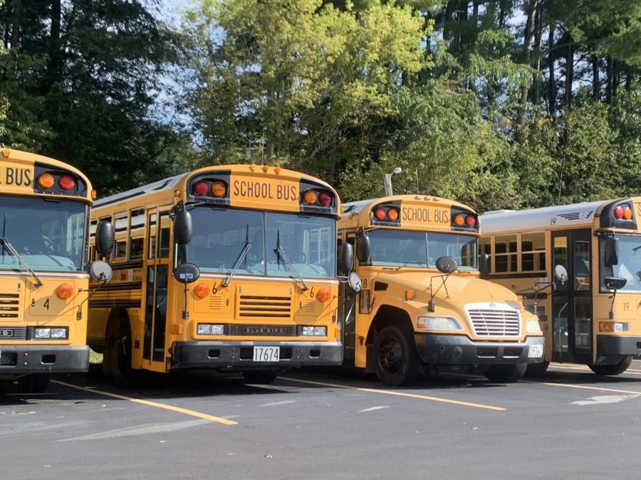 School+buses+in+lot+at+Clearfork+highschool%2C+Bellville+Ohio